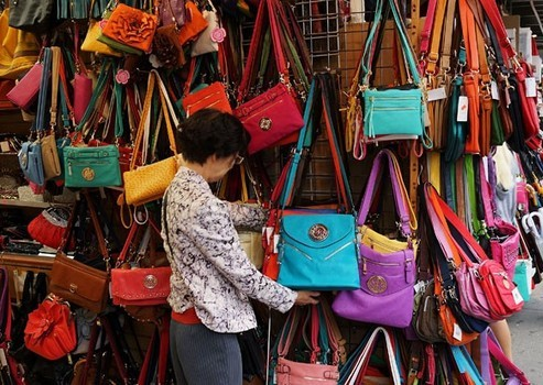 purchasing perfect hand bag