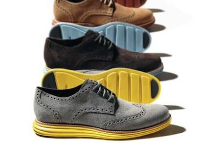 wear colored shoes