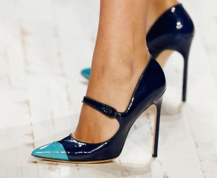 walk properly with heels