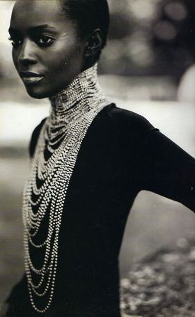 how to wear your pearl necklace as etiquette dictates