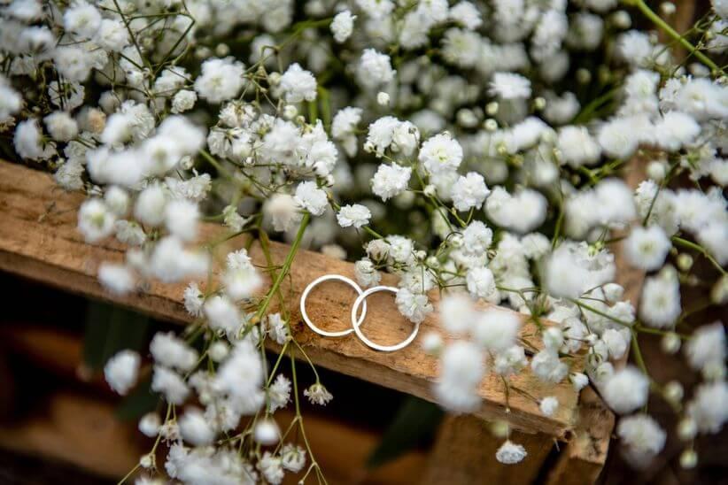 metal of the wedding rings